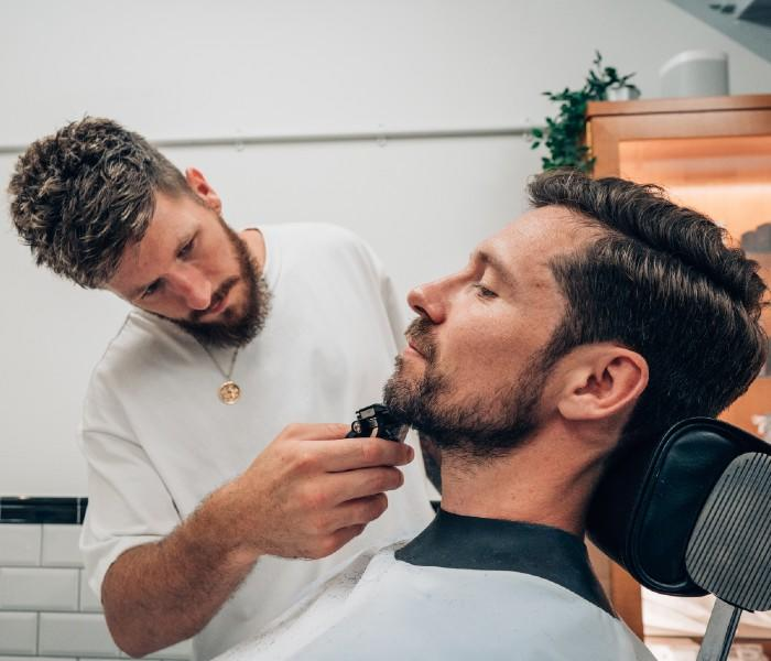 Connor at MÜHLE Barbershop London, uses a Wireless Hair Trimmer