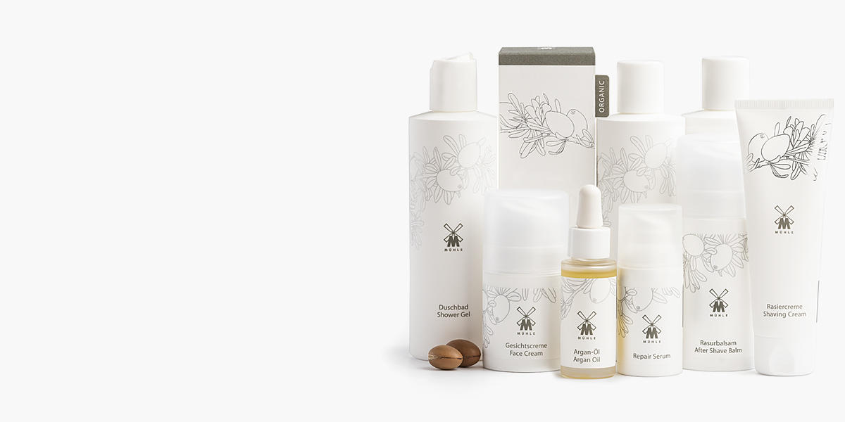 <h1>MÜHLE ORGANIC</h1><p>Beauty rests upon naturalness. That is why we developed MÜHLE ORGANIC, our first complete premium care series for men. A clearly structured natural cosmetic programme for the face, body and hair. Select natural agents form the basis of the natural cosmetic series MÜHLE ORGANIC, which is produced in accordance with the very latest research findings.</p><p>The central ingredient is traditionally hand-pressed argan oil, produced by a Moroccan women's cooperative and merchandised on a fair trade basis. The substance is particularly rich in vitamin E, antioxidants and radical scavengers; it regenerates, nurtures, moisturizes and encourages blood flow. In addition, argan oil is regarded as effective anti-ageing protection.</p><p>Pure, nurturing, with a gentle fragrance: care for the nature of man.</p>