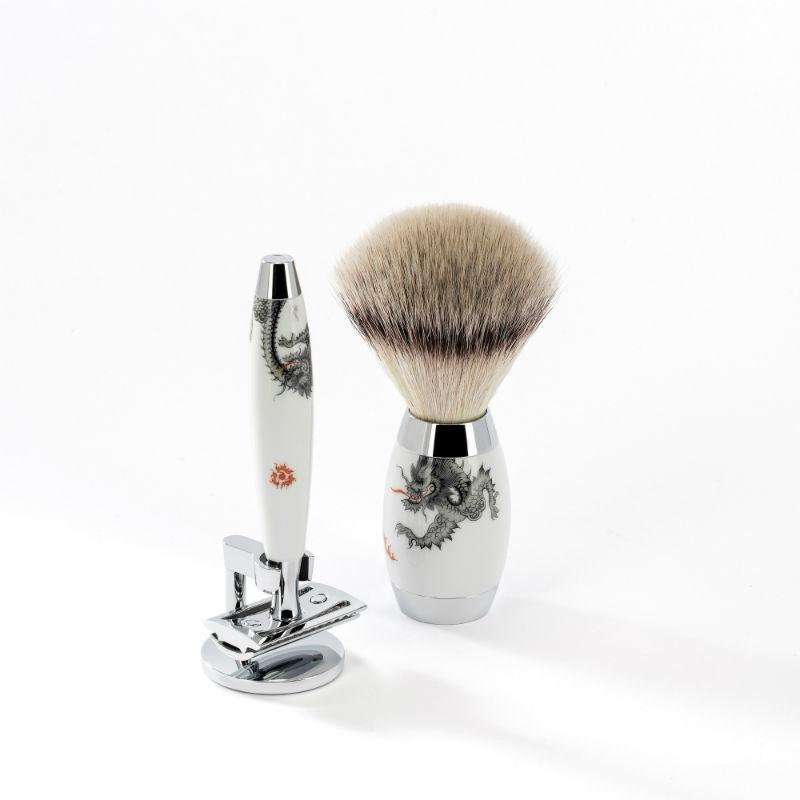 The MÜHLE EDITION Meissen Silvertip Fibre Safety razor shaving set.