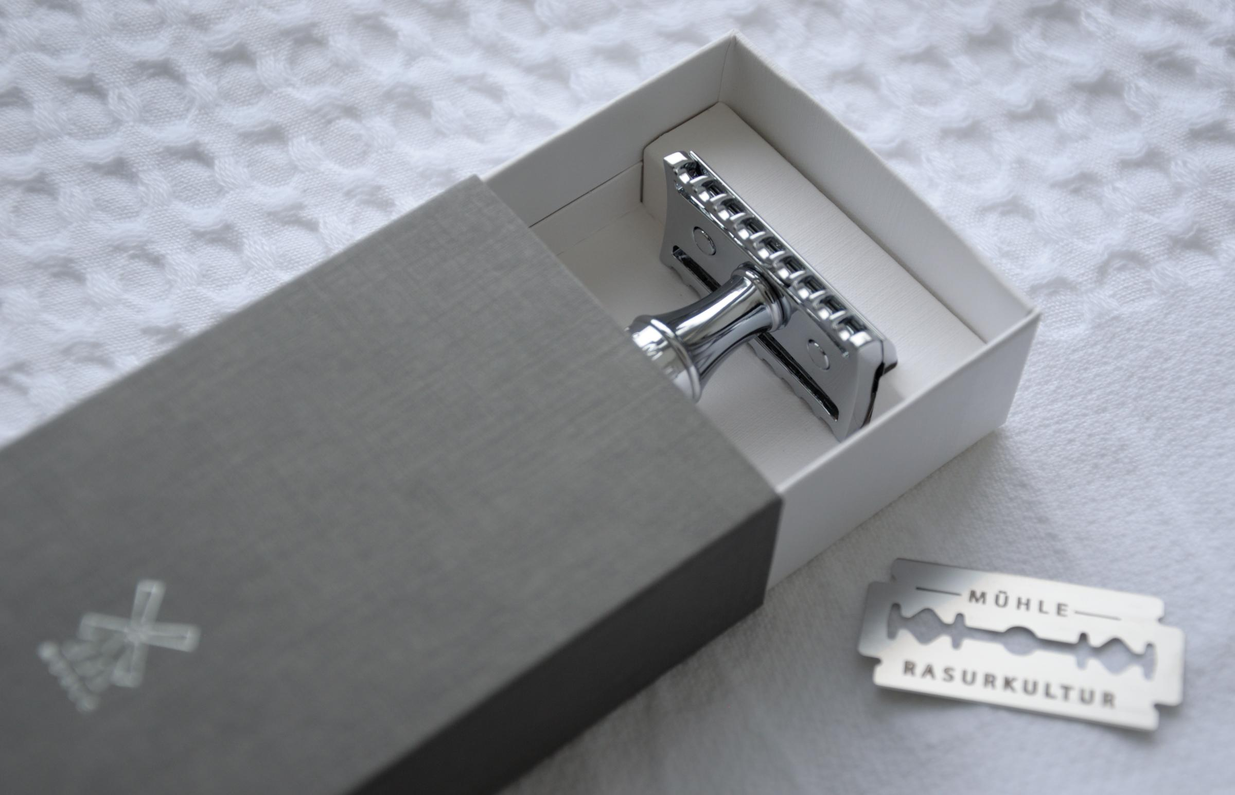 MÜHLE TRADITIONAL R41 Open Comb Razor and Towel, Zero Waste Packaging