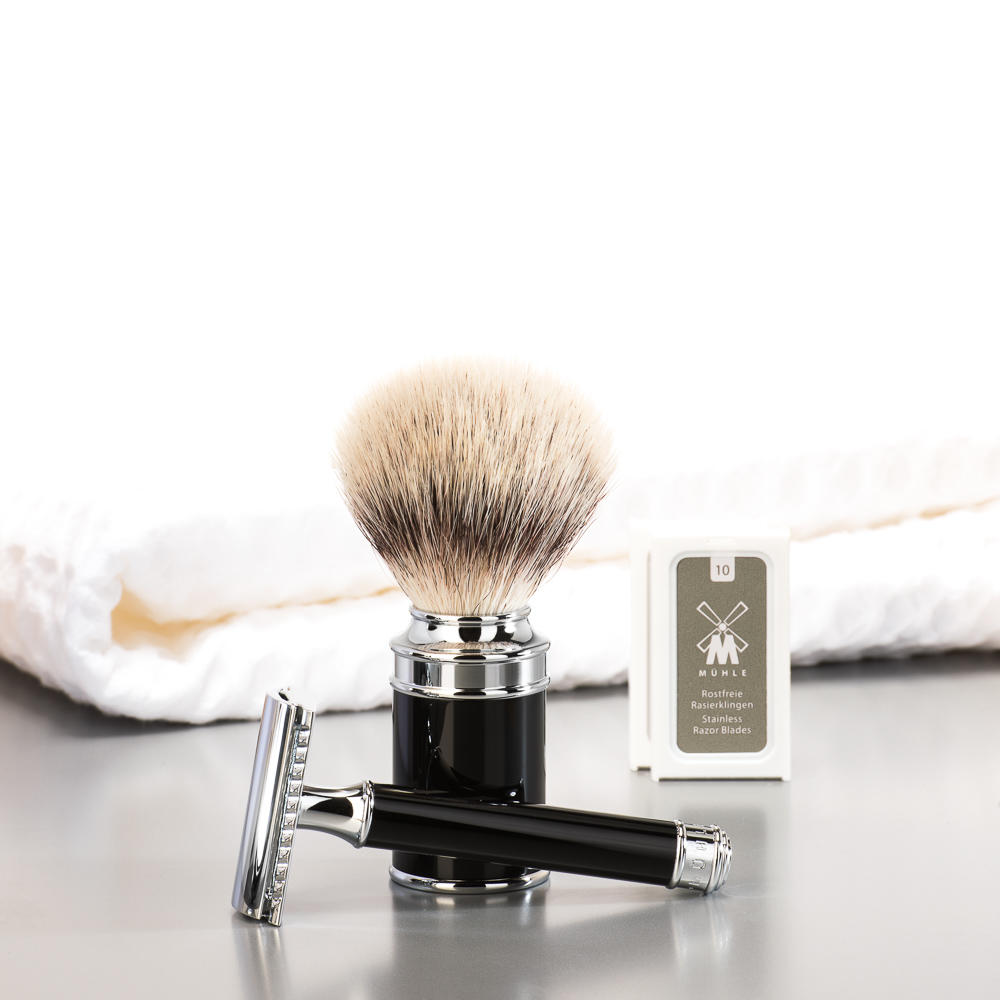 MUHLE TRADITIONAL Series Black Safety Razor and Silvertip Badger Brush Gift Set - GSTRAD106