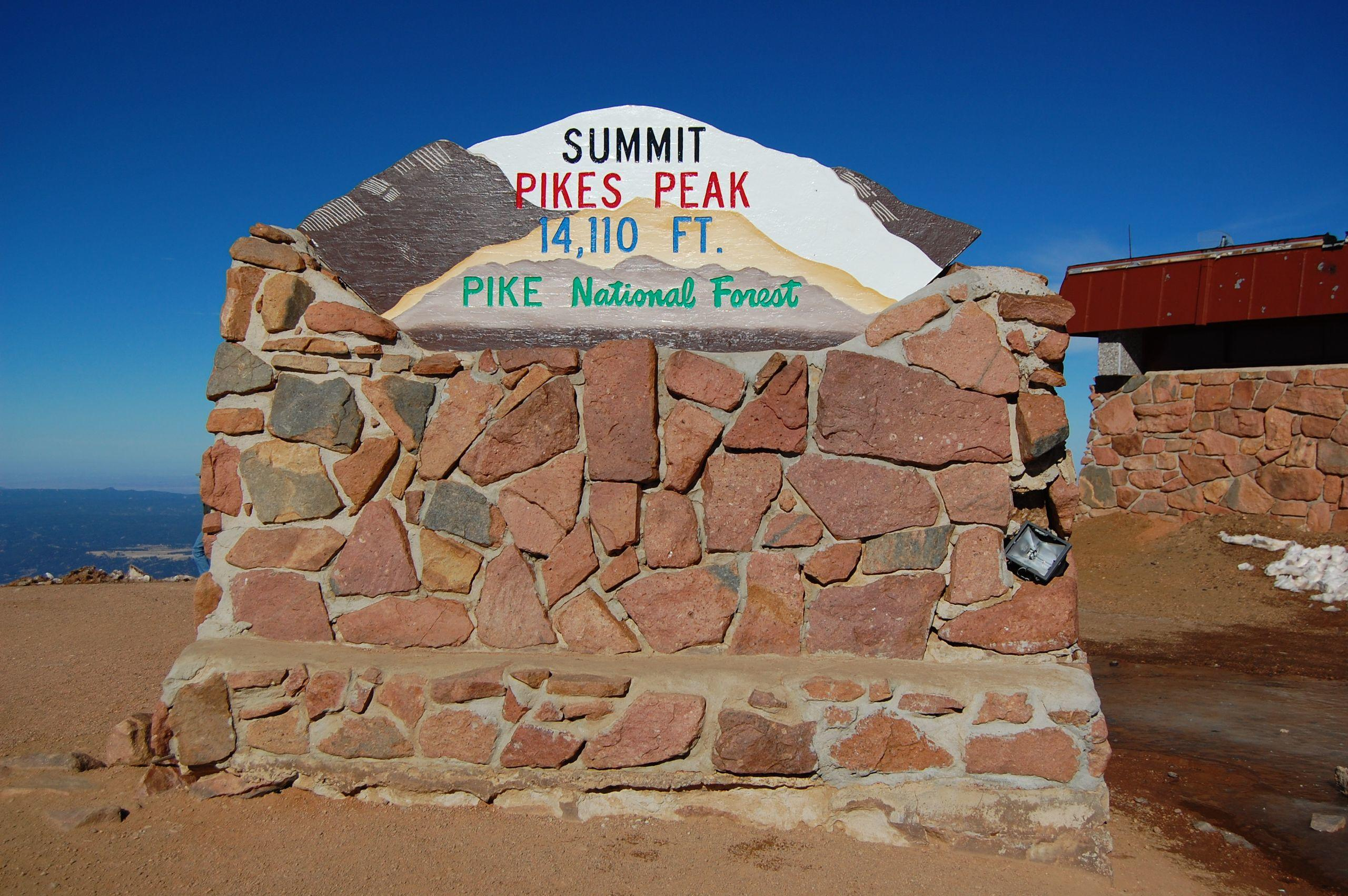 pikes-peak-summit-sign-2012-10-21.jpg