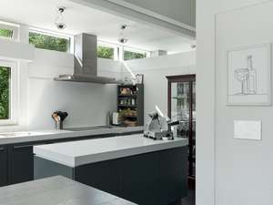white kitchen with systemline e50 white