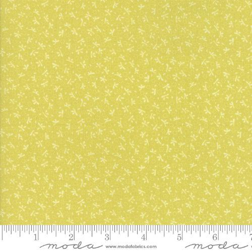 Moda Fabric - Ella and Ollie - Apple Turkey Tracks 20305-15