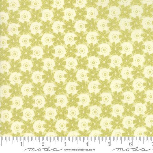 Moda Fabric - Christmas Figs - Mistletoe Gift Wrap