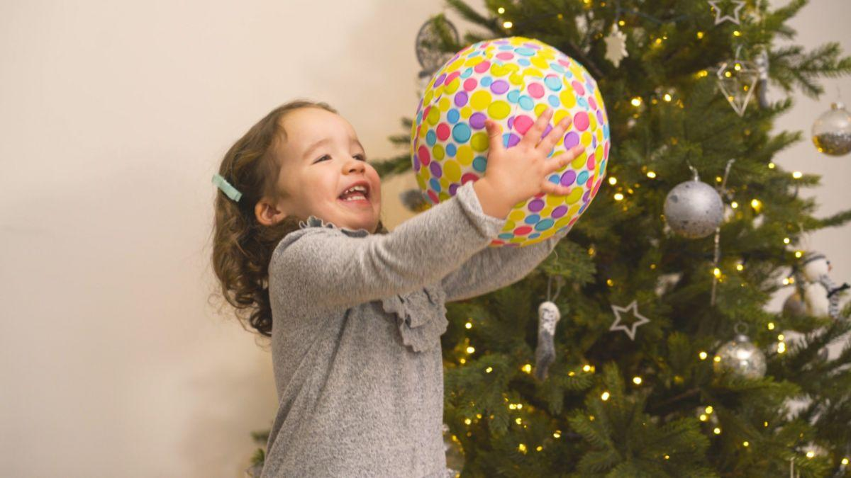 Child playing with a ballon covered in the bright ballon cover.