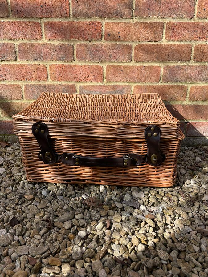 MEDIUM WICKER PICNIC BASKET WITH FAUX LEATHER HANDLE AND STRAPS15-03-2021 at 12.43.38 2.JPG