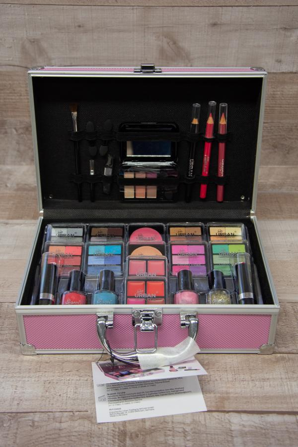 Love Urban Beauty 82 Piece Eyeshadow Delights Vanity Case and Cosmetics04-02-2021 at 13.24.20 2.jpg