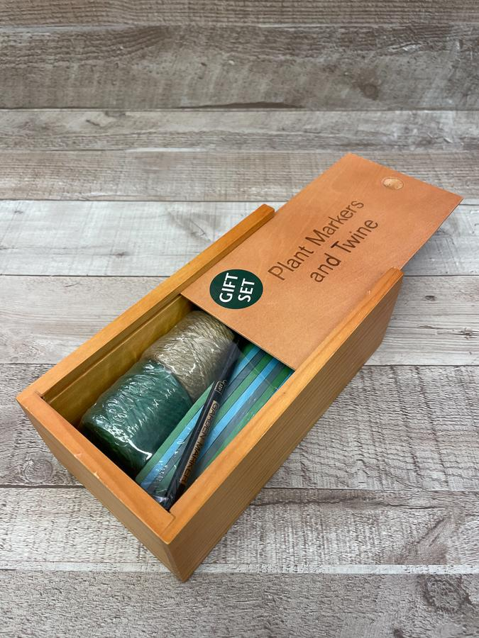 ATP GIFTS FOR GARDENERS PLANT MARKERS AND TWINE SET IN WOODEN BOX26-02-2021 at 13.49.42 2.JPG