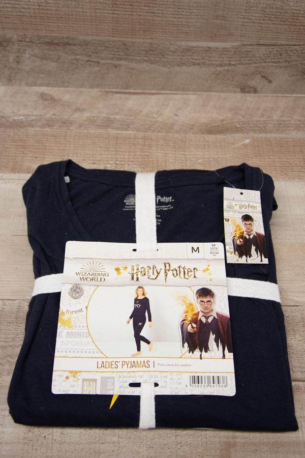 Ladies Navy Blue Harry Potter Pyjamas Size Medium04-02-2021 at 13.30.58 2.jpg