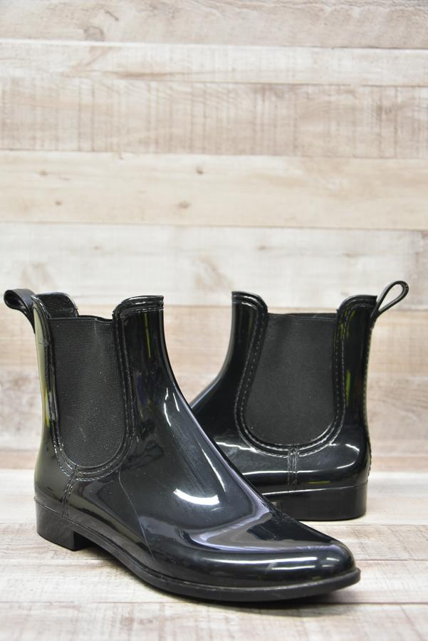 SHINY BLACK ANKLE BOIT STYLE WELLIES SIZE 513-02-2021 at 13.54.11 2.JPG
