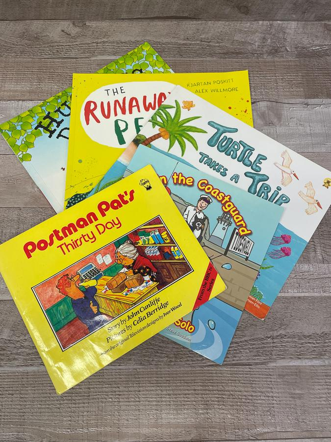 MIXED SET OF FIVE CHILDRENS BOOKS.JPG