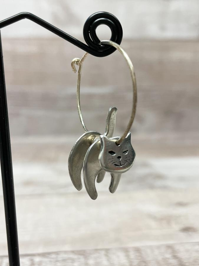 THE CORNISH JEWELLERY COMPANY SILVER COLOURED HOOP CAT DESIGN EARRINGS26-03-2021 at 14.46.16 2.JPG