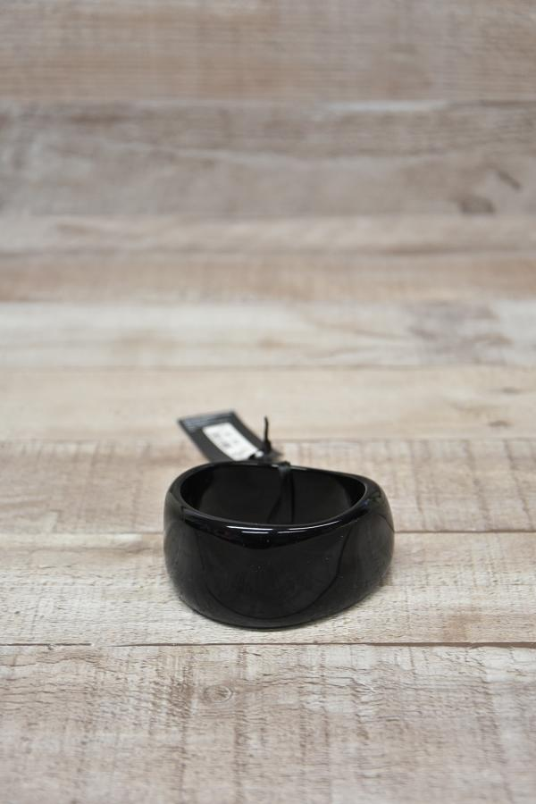 MARKS AND SPENCERS BLACK PLASRIC CURVED BANGLE18-02-2021 at 12.17.39 2.JPG