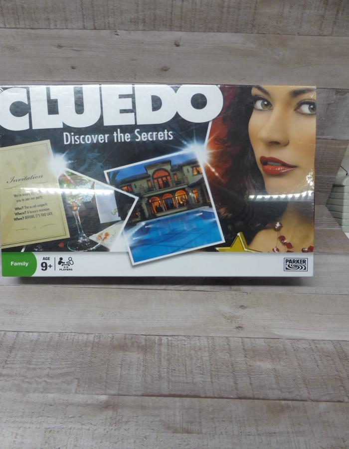 CLUEDO BRAND NEW BOARD GAME