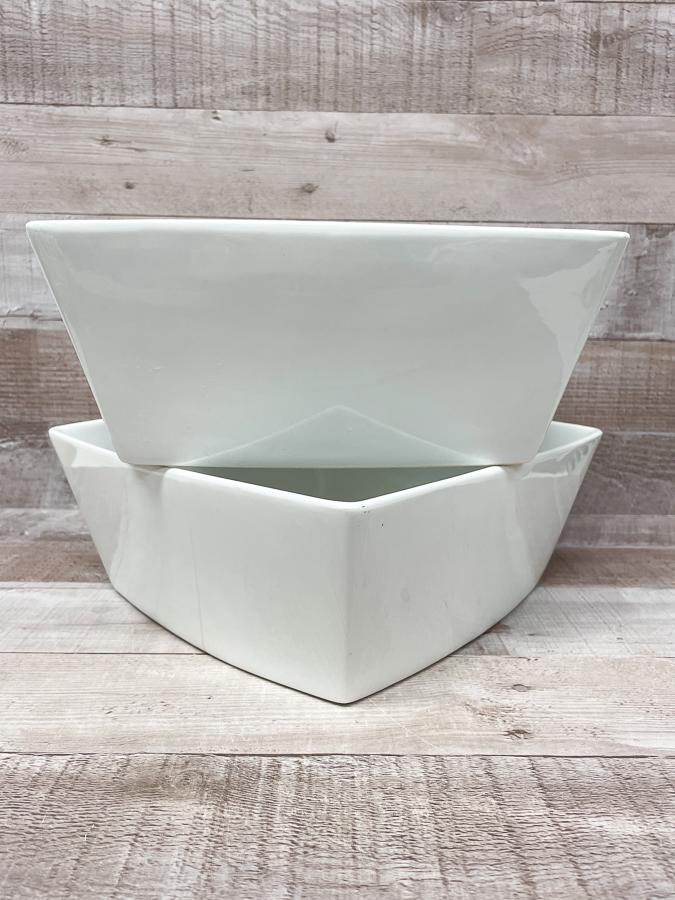 HOME CARGO SET OF TWO LARGE WHITE SQUARE SERVING DISHES26-03-2021 at 14.54.23 2.JPG