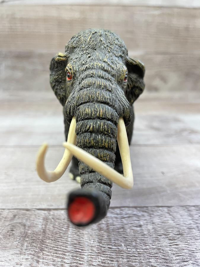 PLASTIC EOOLY MAMMOTH TOY30-03-2021 at 14.56.51 2.JPG