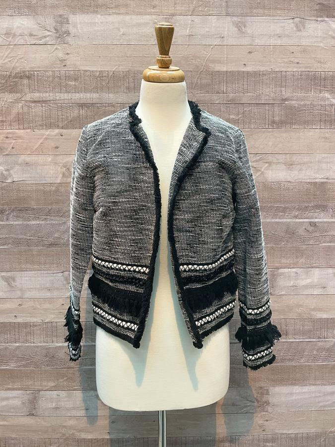 H AND M BLACK AMD WHITE BOHO STYLE SHORT JACKET SIZE 1009-04-2021 at 19.27.36 3.JPG