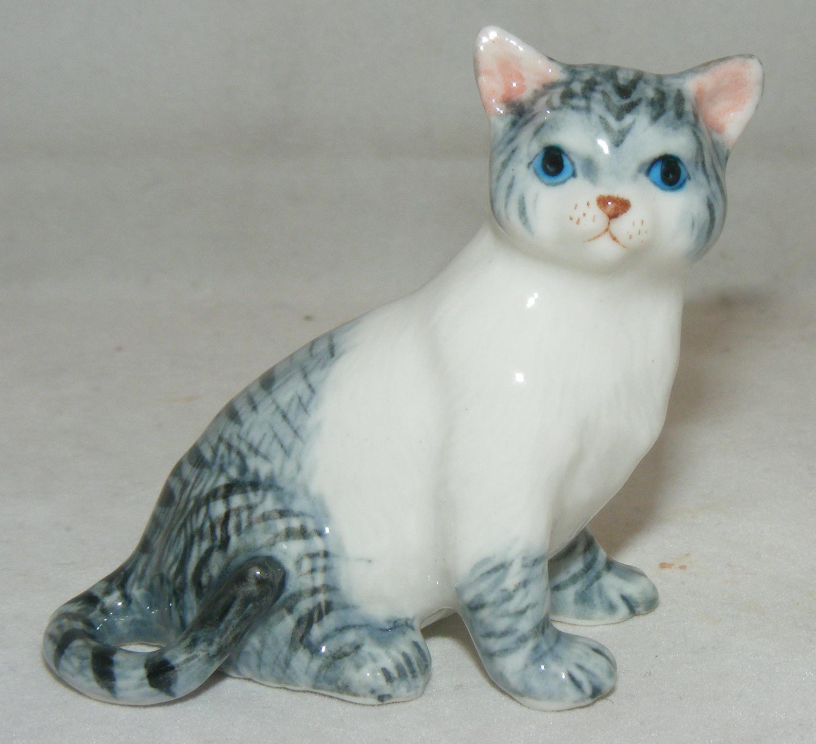 Klima MIniature Porcelain Animal Figure Fat Cat Lying K072