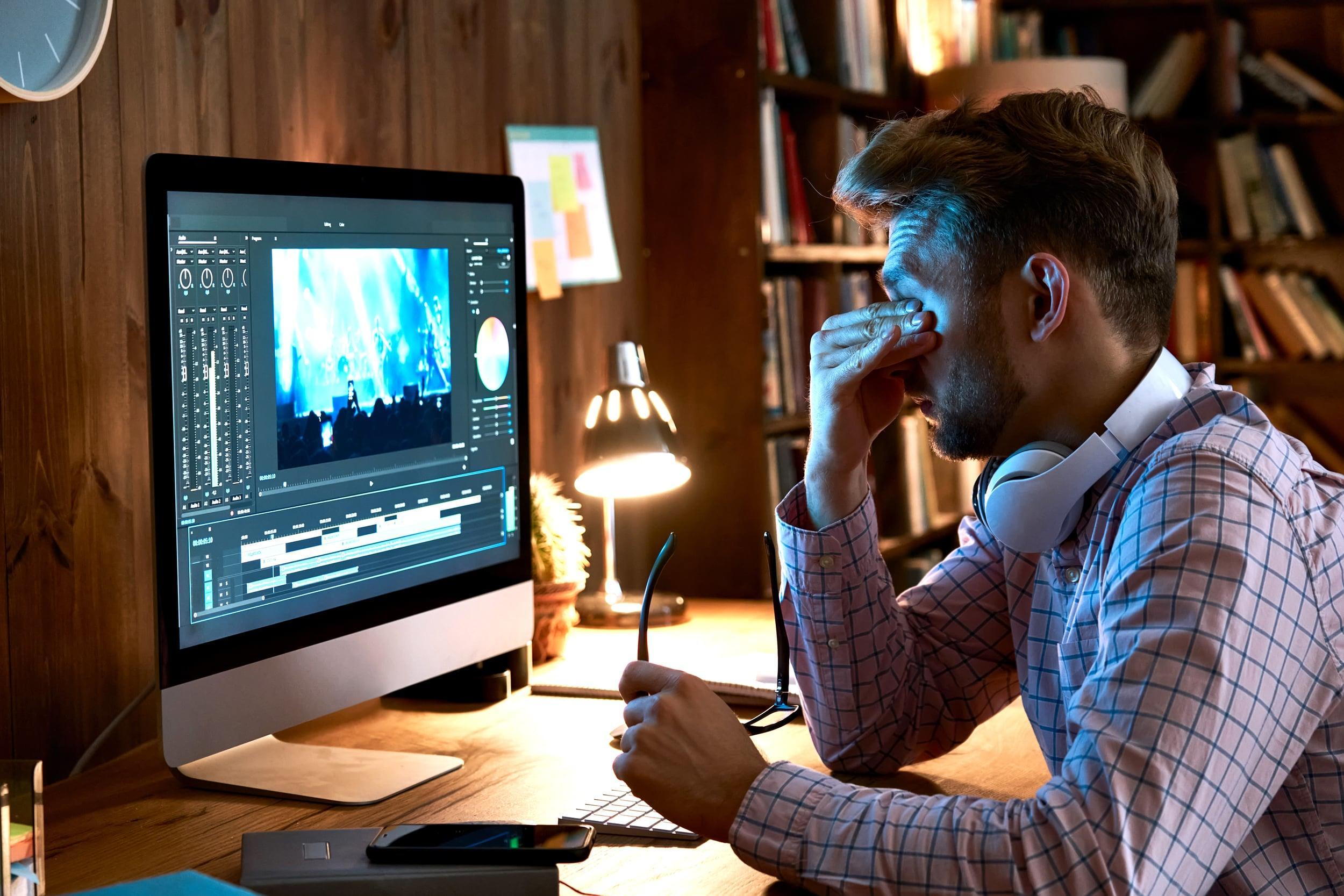 Screen usage and eye pain