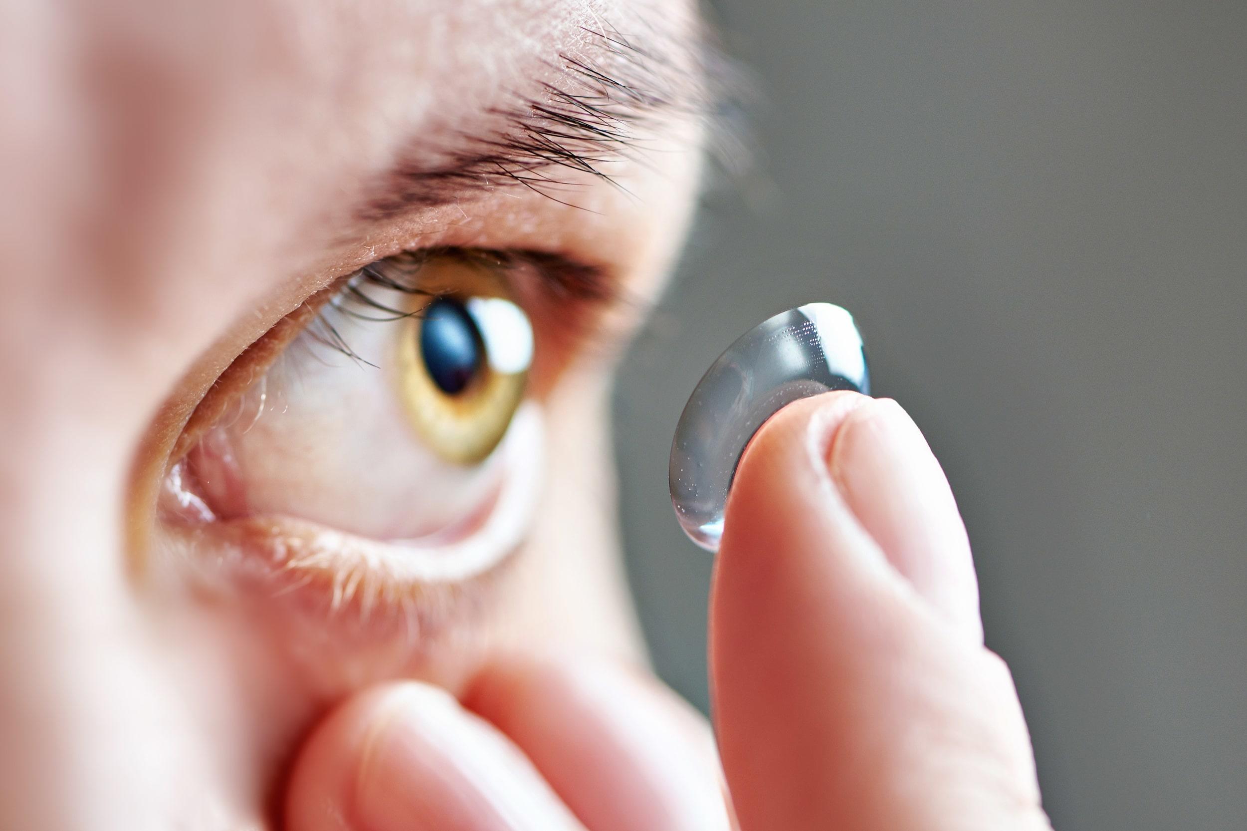 Contact lense and eye