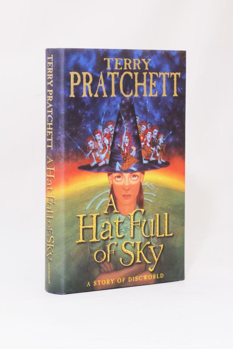 Terry Pratchett - A Hat Full of Sky - Doubleday, 2004, First Edition.