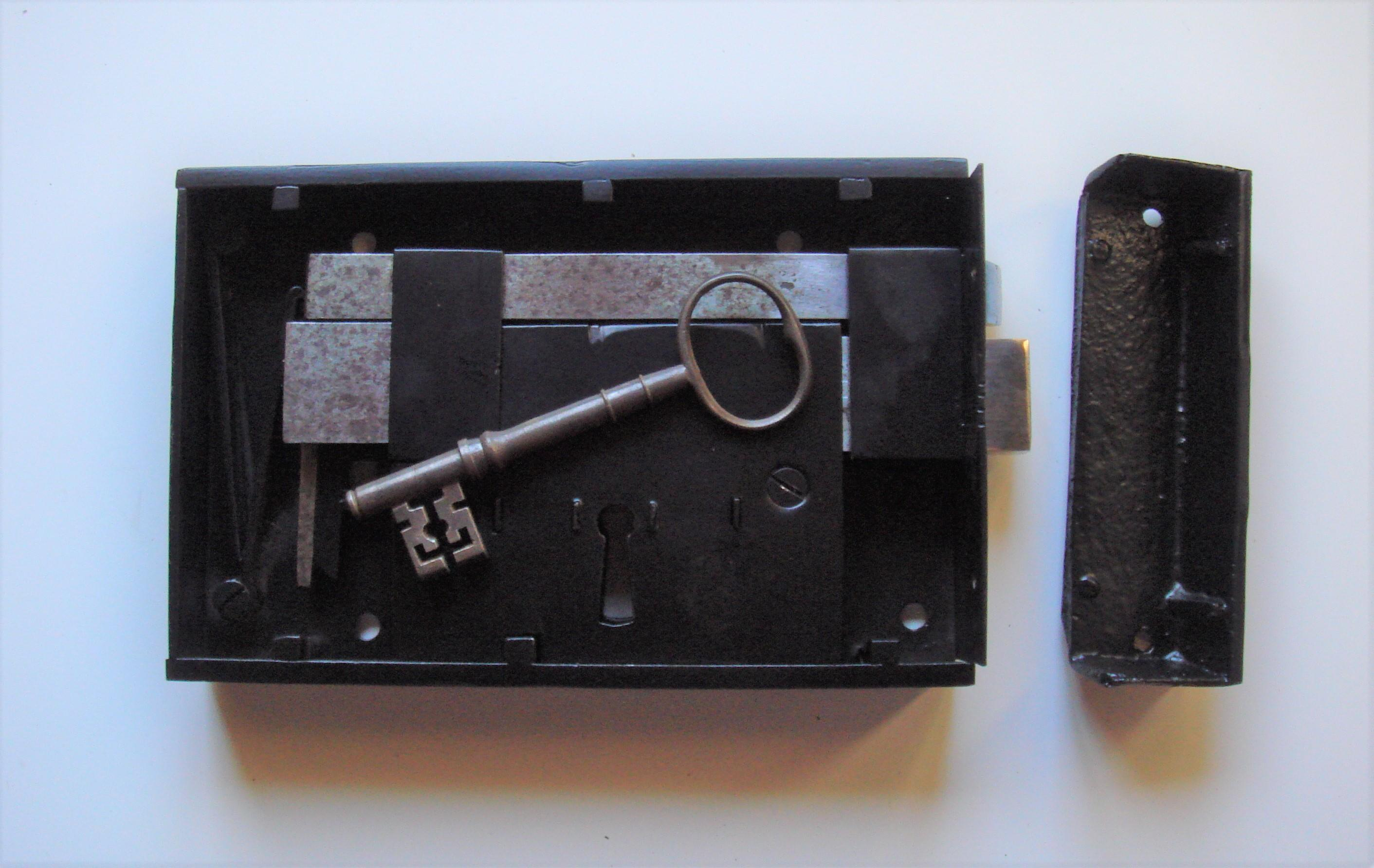 "Refurbished Georgian 8"" x 5"" Rim Latch & Lock of C.1810."