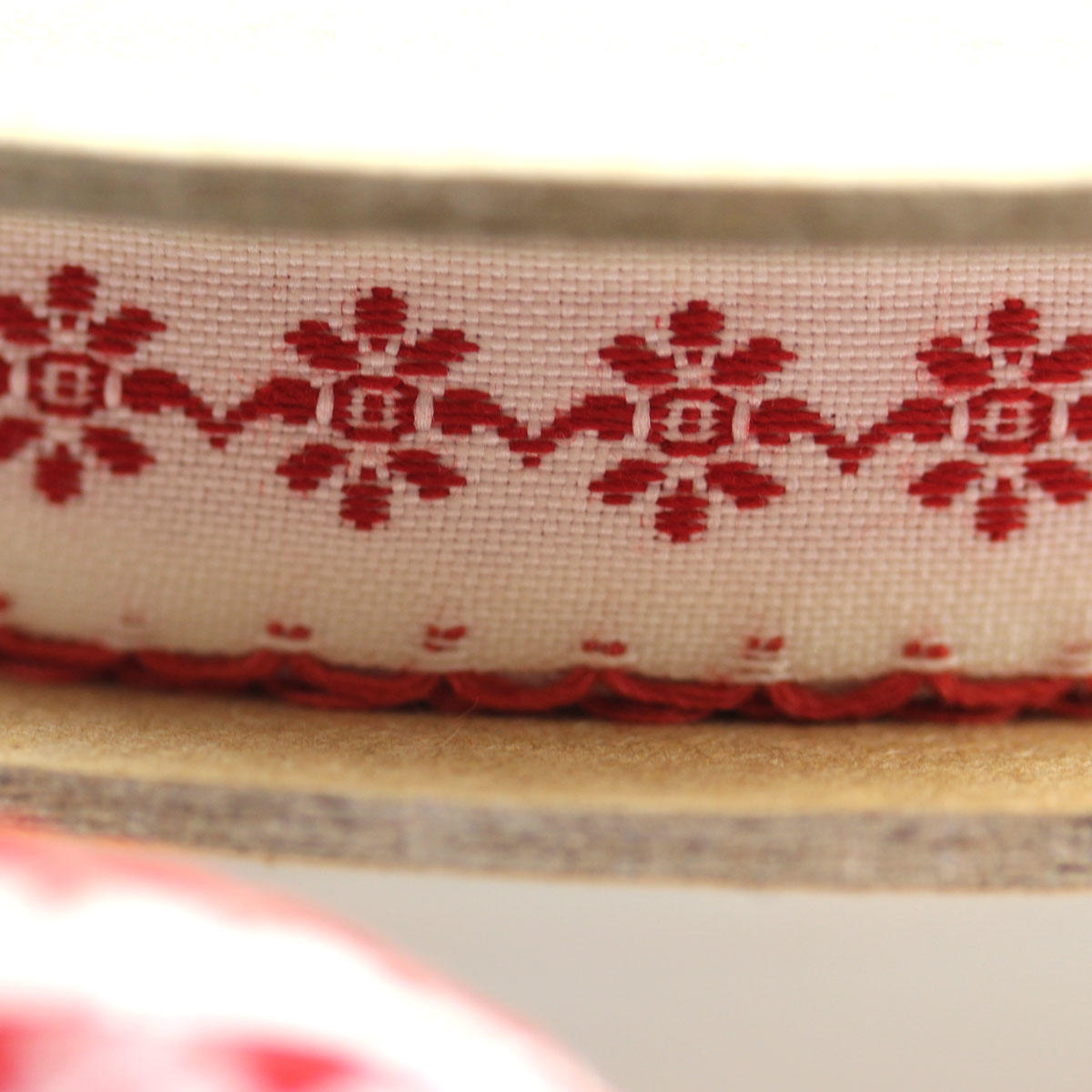 Red Daisy Chain Scallop Ribbon 1