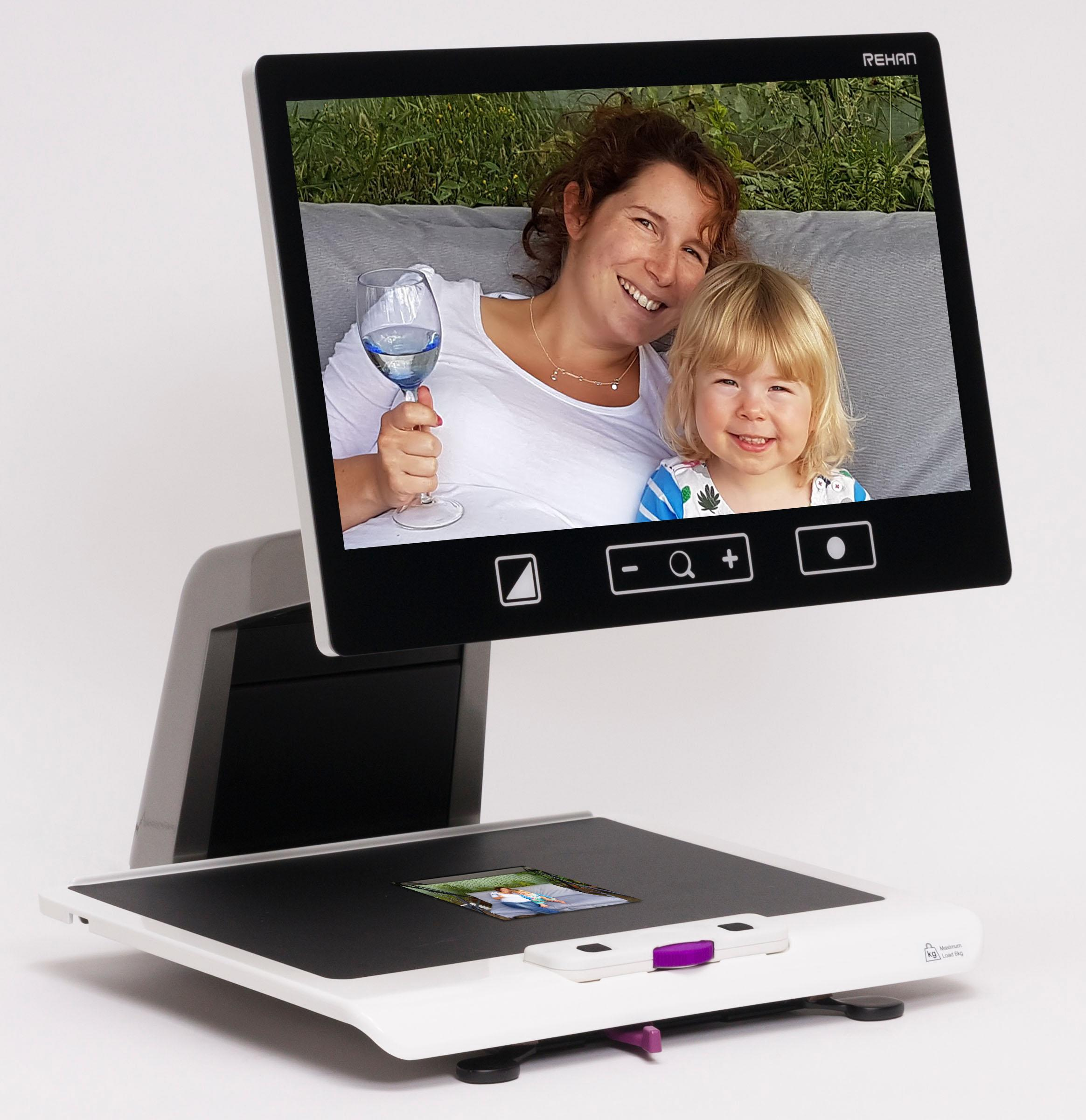 Acuity Full HD Magnifying a photo of a mother and daughter