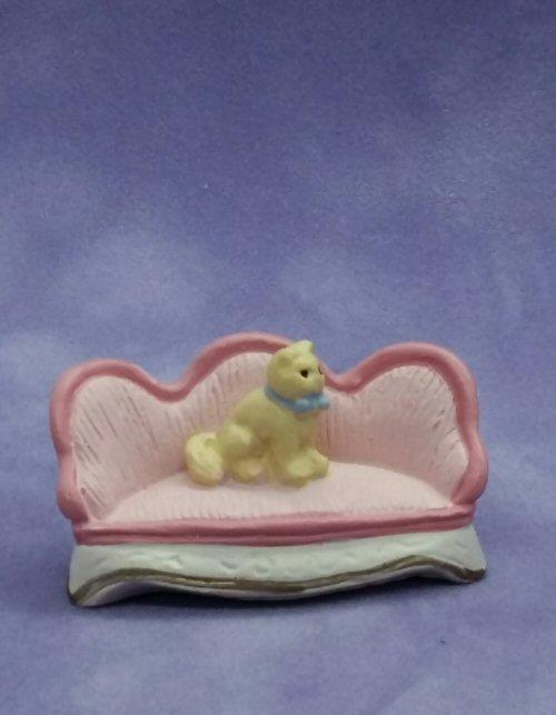 1/48th scale Pink Resin Sofa