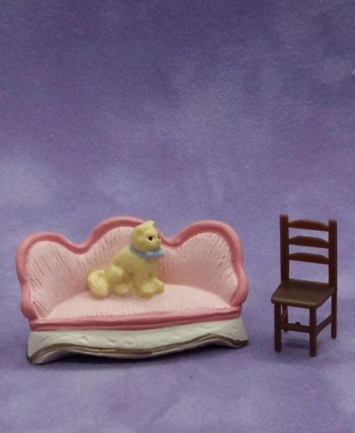 1/48th scale Pink Resin Sofa with plastic chair