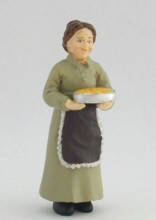 1/24th scale dollshouse Grandmother with Pie Figure