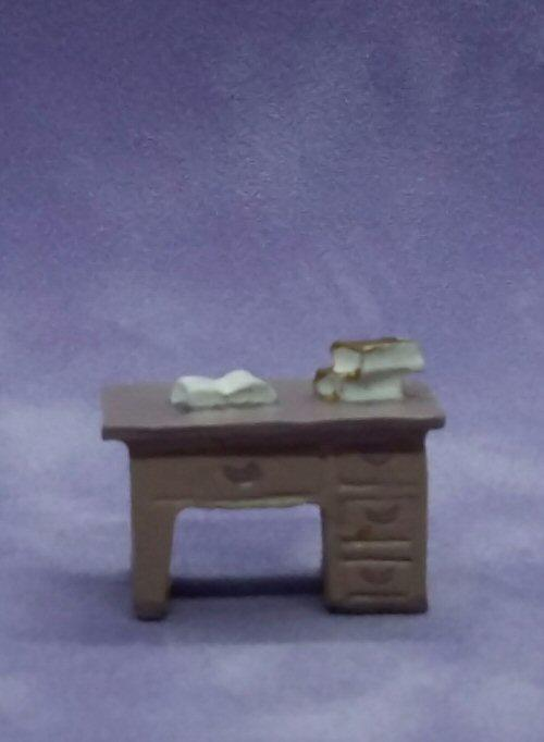 1/48th scale resin Desk