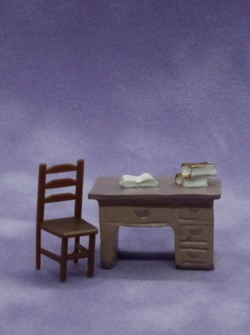 1/48th scale desk with chair