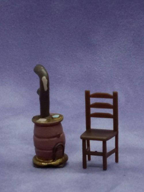 1/48th scale Resin Barrel Stove with chair