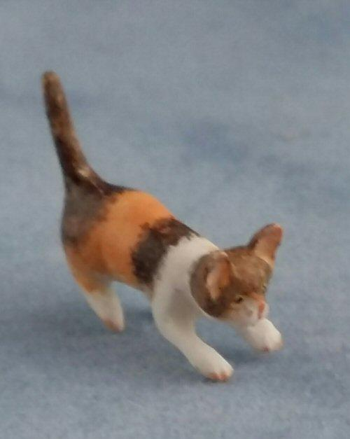 1/24th scale Smalll Calico Cat
