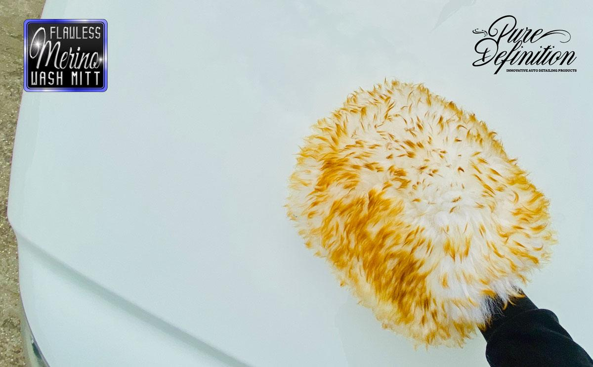 orange-flawless-edgeless-microfibre-cloth-in-use.jpg