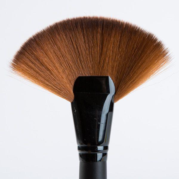 London Pride Cosmetics Fabulous Fan Brush