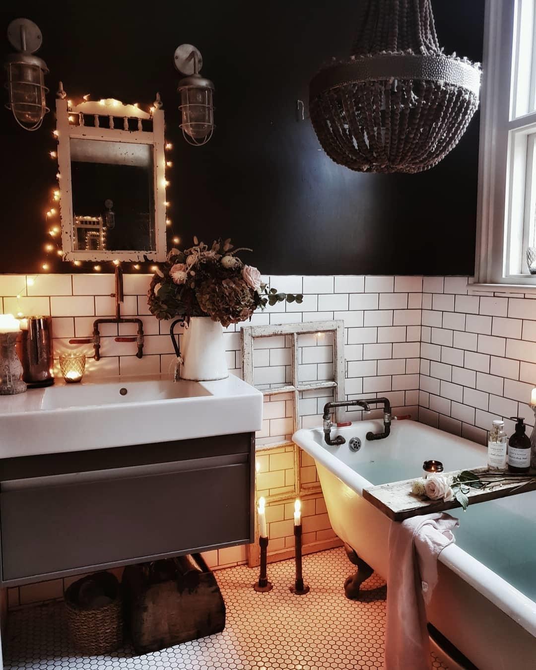 Monochrome bathroom by Malmo & Moss