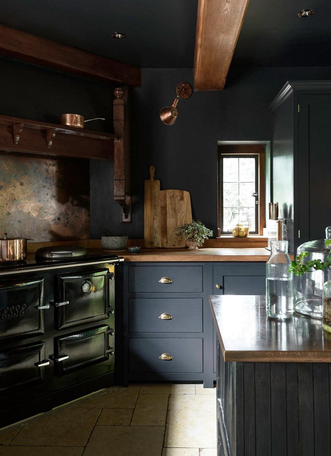 Dark deVOL kitchen