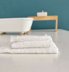 modern miniatures, modern dollhouse, modern dolls house, DIY modern dollhouse, modern dollhouse bathroom, dollhouse towel, dollhouse bathroom accessories, miniature towels