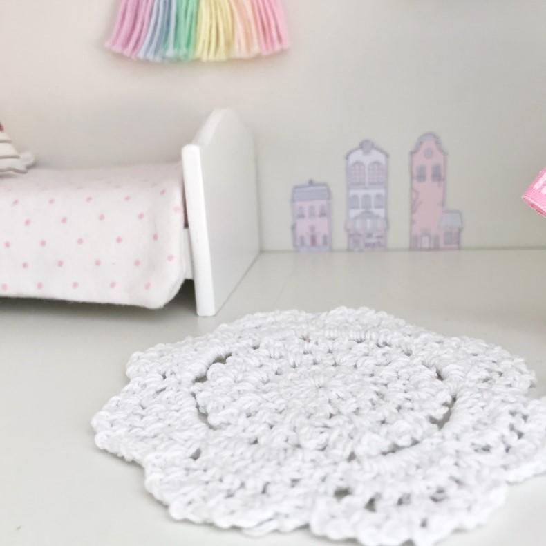 modern dollhouse rug, modern dolls house rug, cute dollhouse rug, dolls house rug, DIY modern dollhouse, modern dollhouse ideas, modern dollhouse bedroom