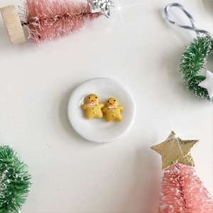 mini gingerbread, dollhouse Christmas, miniature Christmas food