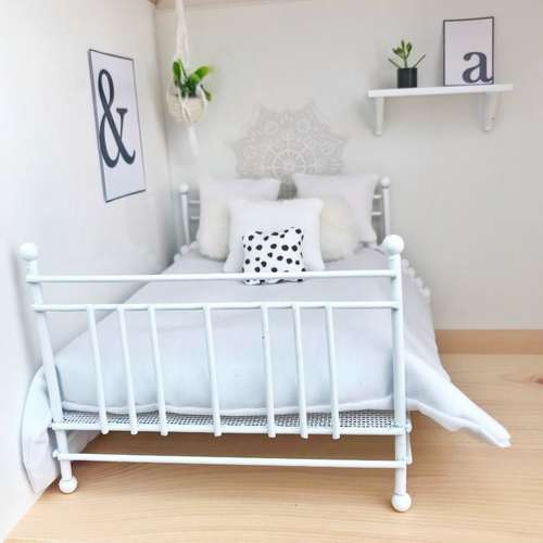 modern dollhouse bed, modern dolls house bed, white bed for dollhouse, modern double bed for dolls house, DIY dollhouse furniture, modern dollhouse, modern dolls house, modern dollhouse ideas