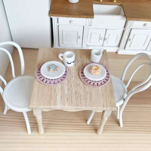 modern miniatures, modern dollhouse, modern dolls house, DIY modern dollhouse, modern dollhouse table, dollhouse DIY table, dolls house table, dollhouse furniture DIY, Ikea dollhouse, Ikea dolls house