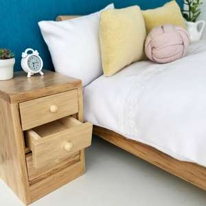 modern dollhouse bedside table, modern dollhouse furniture, modern dollhouse DIY furniture, modern dollhouse inspiration, modern dollhouse bedroom, modern dolls house bedroom