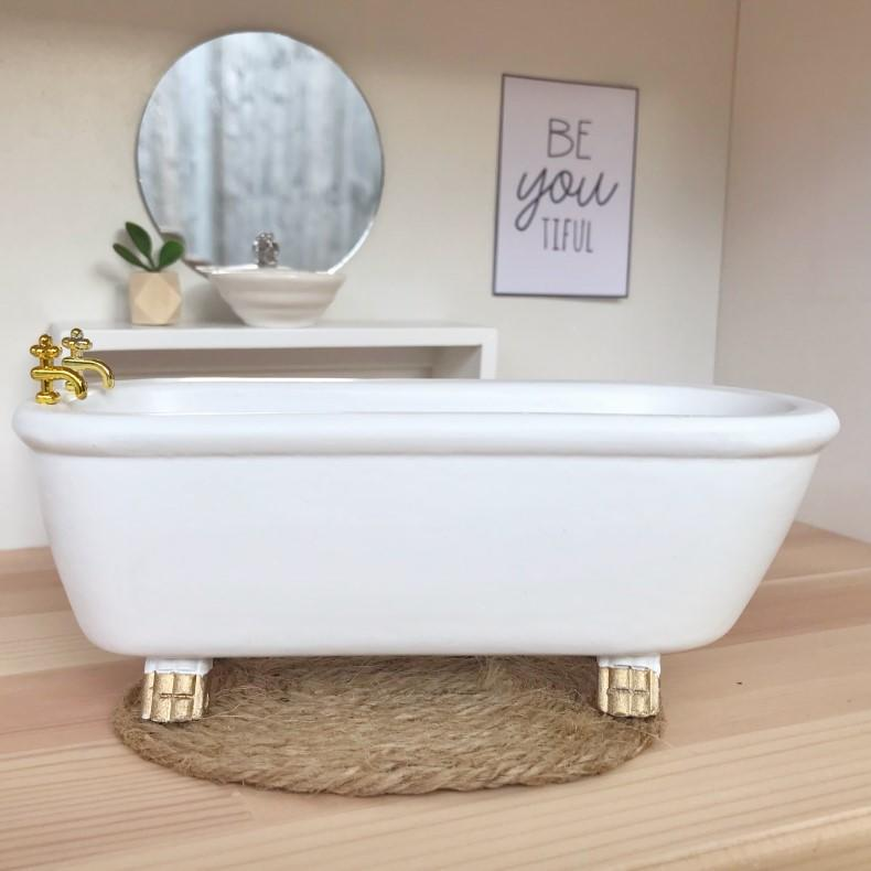 modern miniatures, modern dollhouse, modern dolls house, DIY modern dollhouse, modern dollhouse bath, dollhouse bath, dollhouse bathtub, dollhouse bathroom