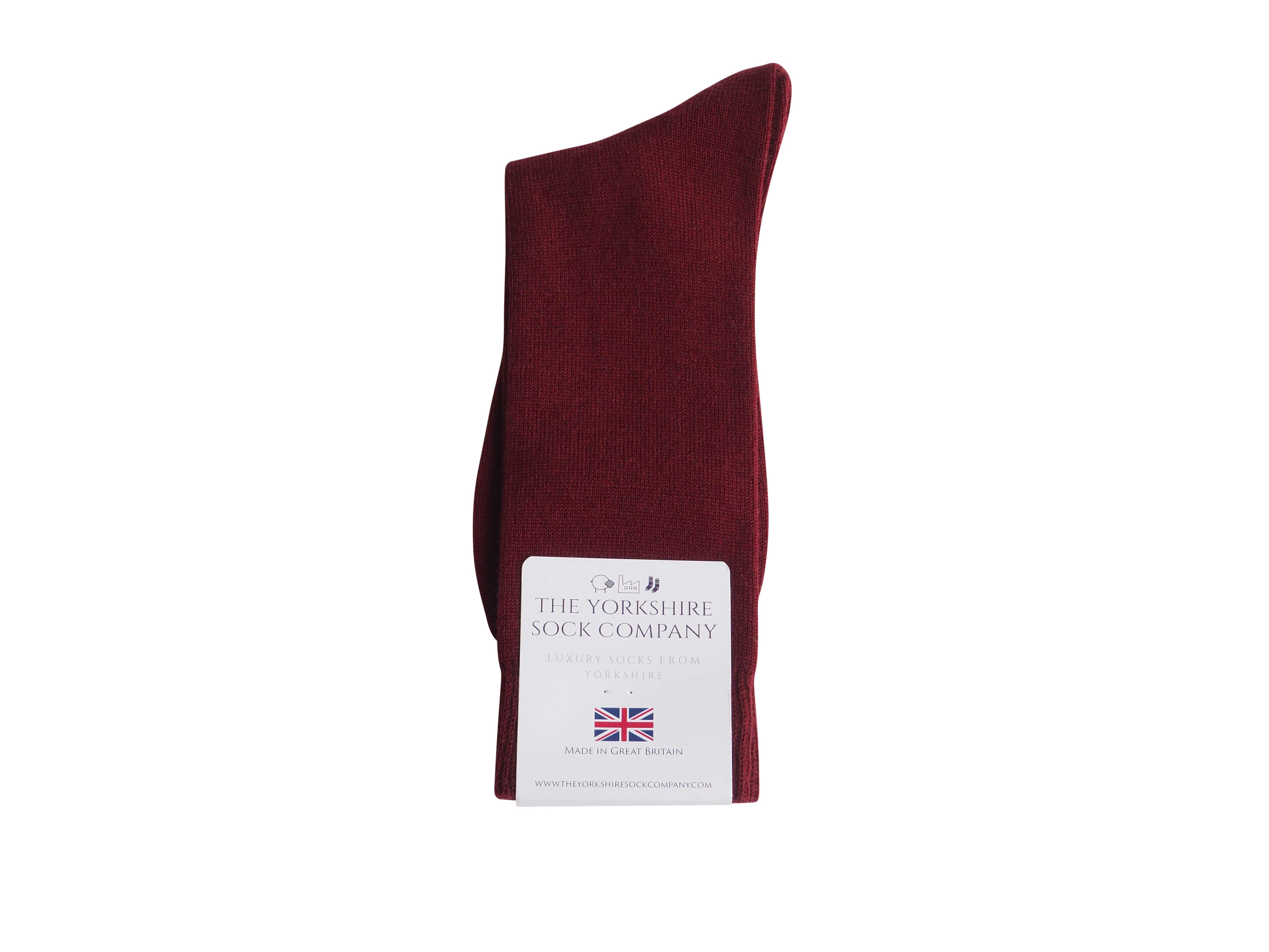 natural-merino-wool-yorkshire-socks-black-burgundy-packed
