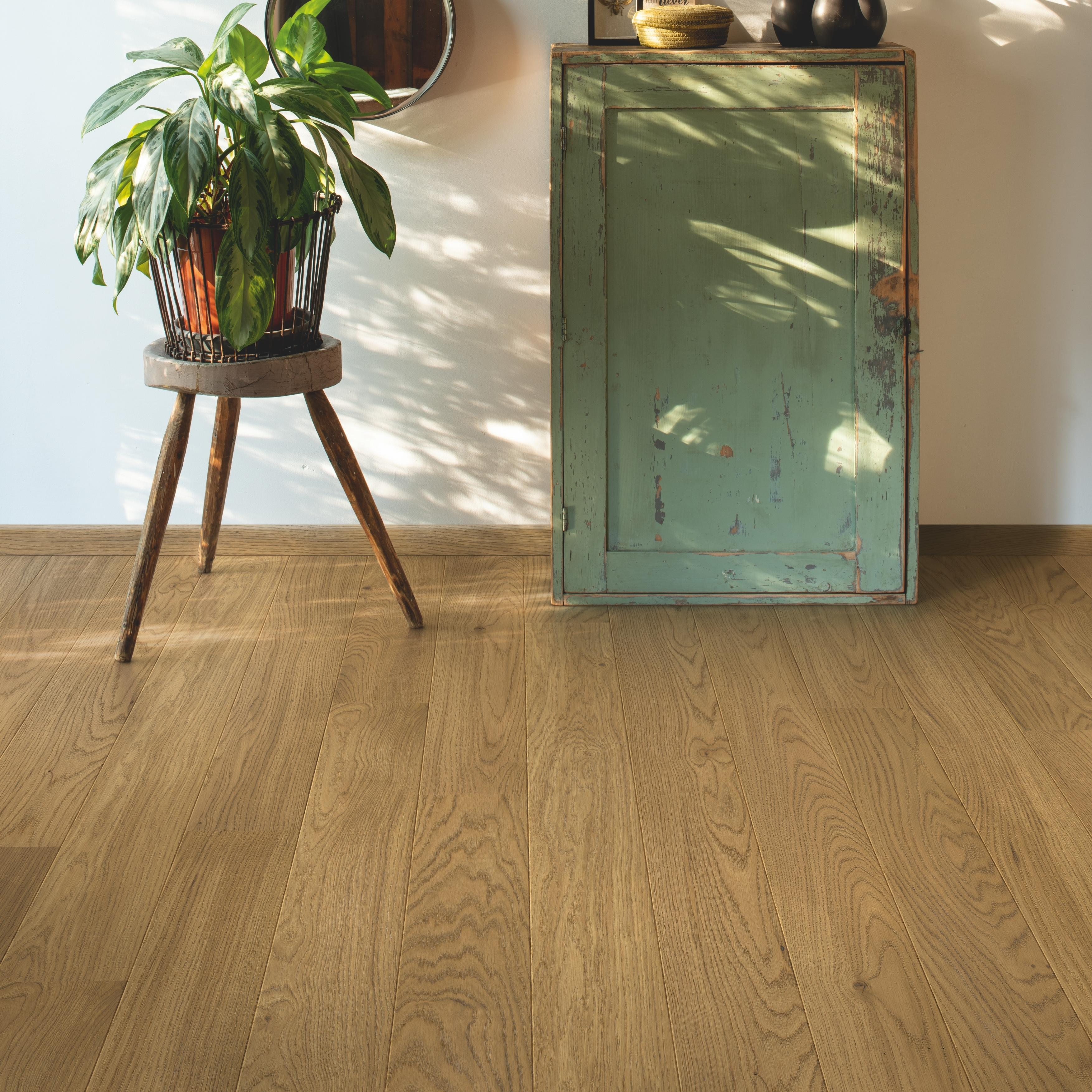 Quick-Step Compact Light Chestnut Oak Extra Matt Engineered Realwood Flooring COM5113