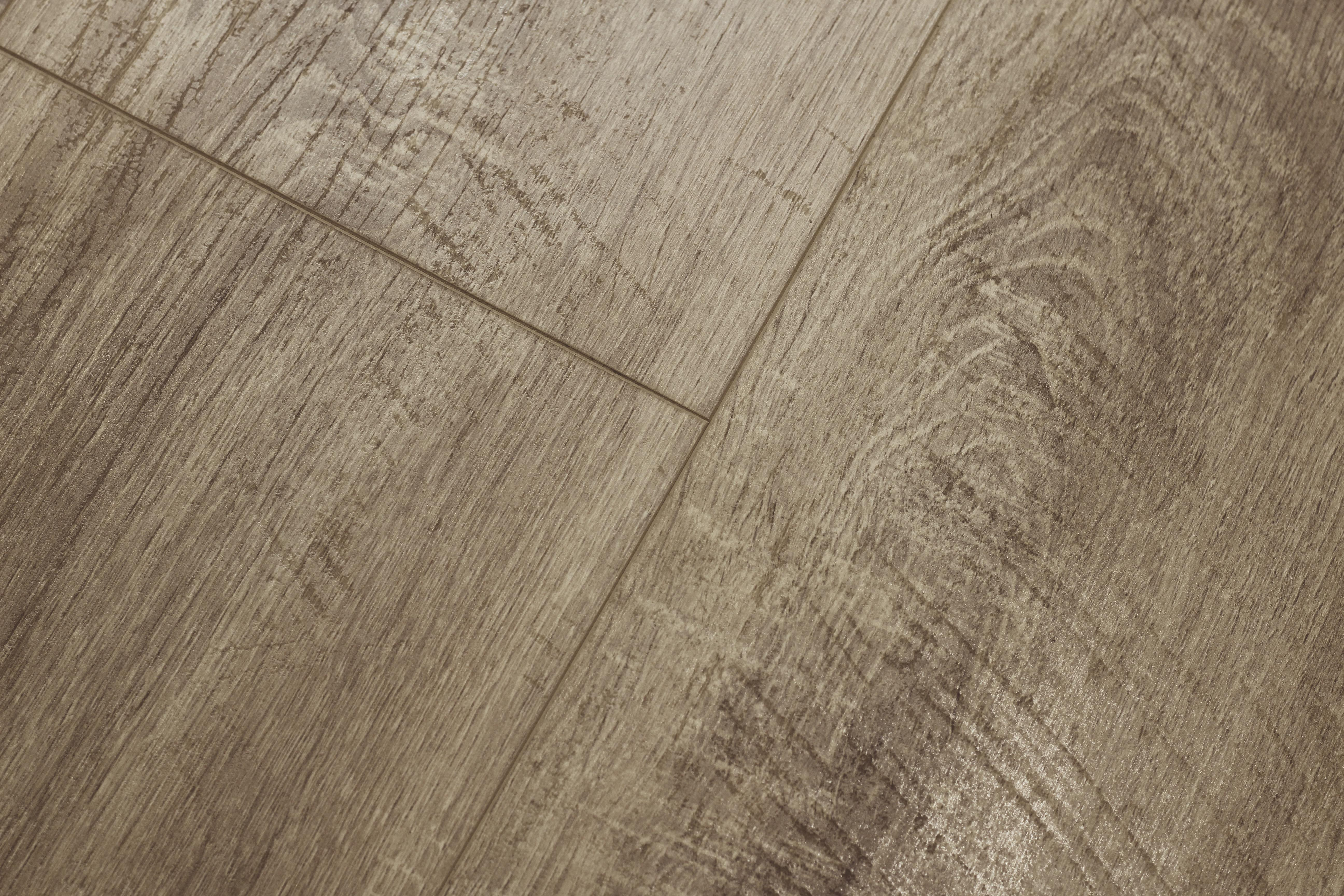 Baelea Concerto Drift Oak with Saw Cuts 8mm Laminate Flooring Click System
